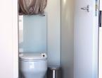 Interno del bagno elegante a noleggio Class Toilet